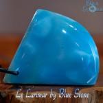 pierre bleu Larimar de république Dominicaine. Larimar blue gem stone from Dominican republic. piedra azul de Larimar de Republica Dominicana